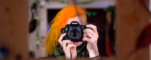 Lara mit Kamera